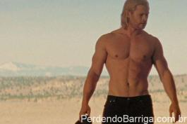 Chris Hemsworth sem camiseta