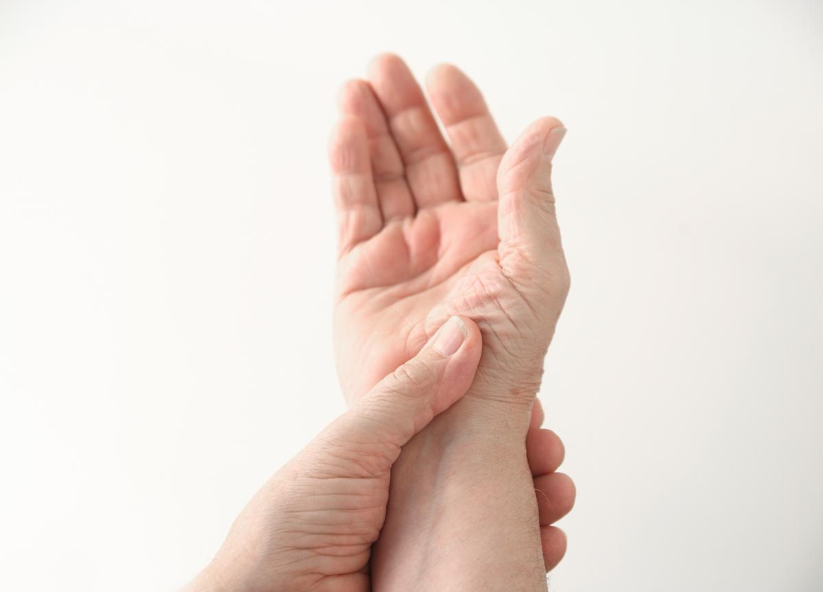 Nas e o pés pode que causar de queimação pernas sensação